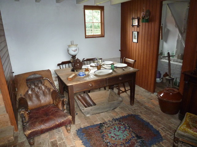 COAM 39: sitting room within the thatched cottage