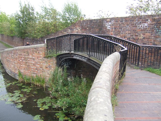 Footbridge over entrance to the 'New Foundry' wharf