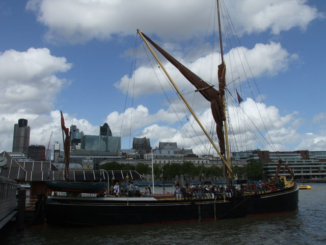 Thames Barge at Blackfriars Pier