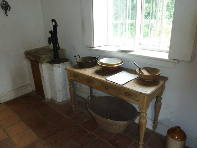 COAM 81: inside the toll keepers cottage (three)