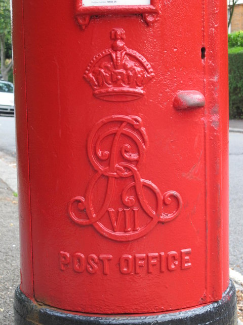 Edward VII postbox, Corringham Road / Rotherwick Road, NW11 - royal cipher