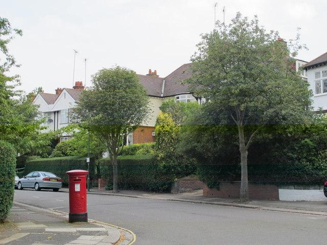 Corringham Road / Rotherwick Road, NW11