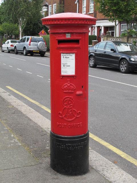 Edward VII postbox, Templars Avenue / Ravenscroft Avenue, NW11