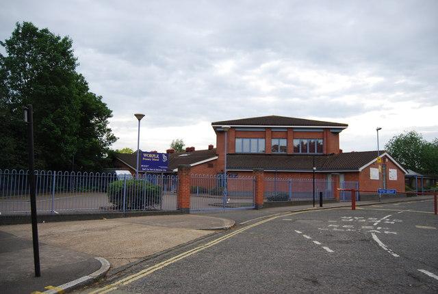 Worple Primary School U00a9 N Chadwick Cc By Sa 2 0