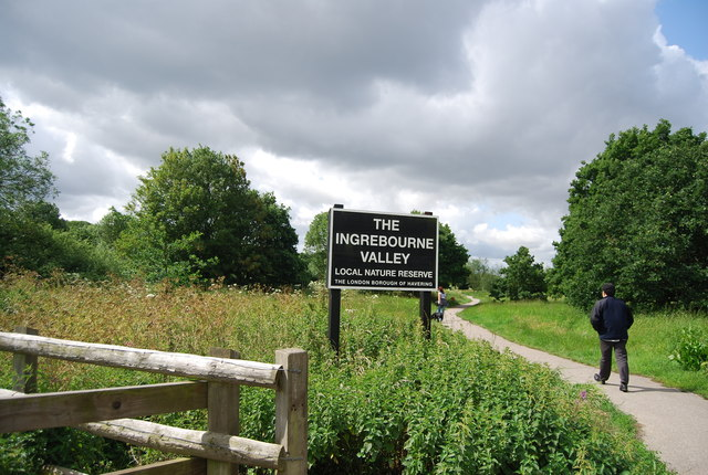 Entering the Ingrebourne Valley Local Nature Reserve