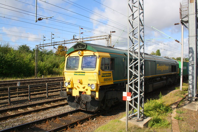 A freightliner heads SE from Wembley Yard