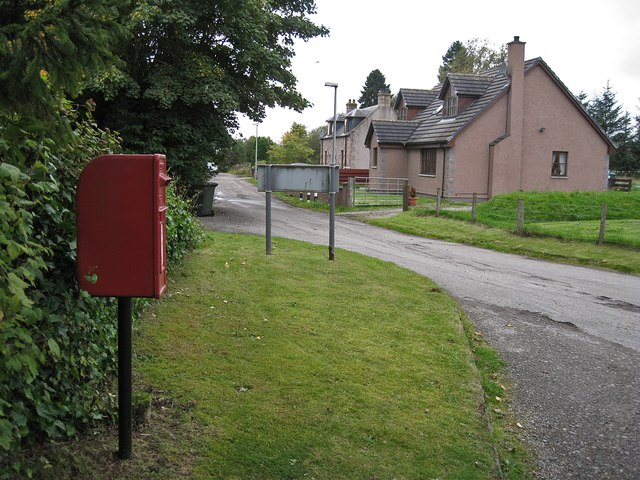 Post box and housing, Tore