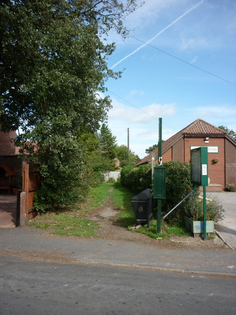 A public footpath on Main Street, Wawne
