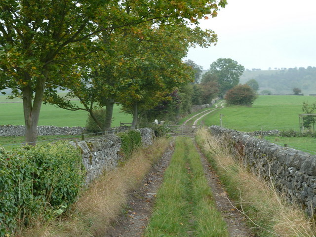 Walled track north of Great Longstone