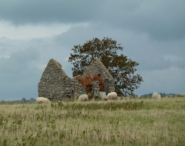 Ruined barn near the Bakewell road