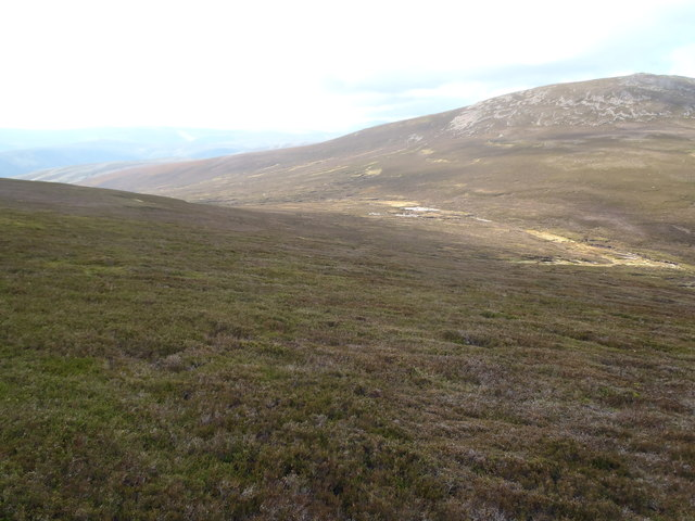 Heather slopes south-west of Braid Cairn