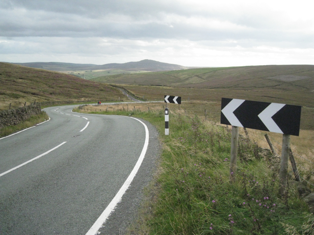 Double bend, A54 west of Cut-thorn Hill