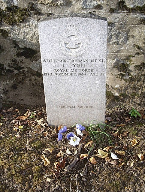A Commonwealth War Grave, Huntly Cemetery