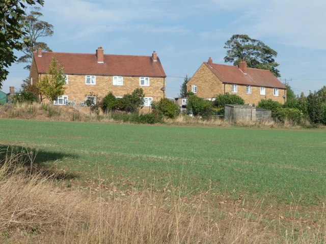 Houses at the western end of Skelbrooke
