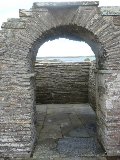 Tuquoy: looking through the church arch