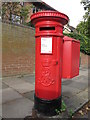 NZ2566 : Edward VII postbox, Lindisfarne Road / Castleton Grove, NE2 by Mike Quinn