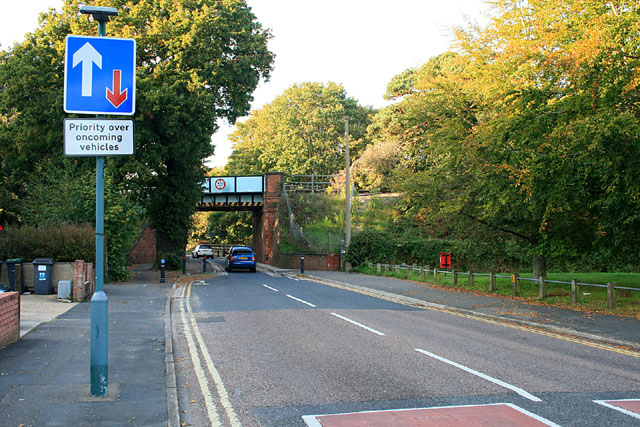 Railway bridge over Ilford Lane