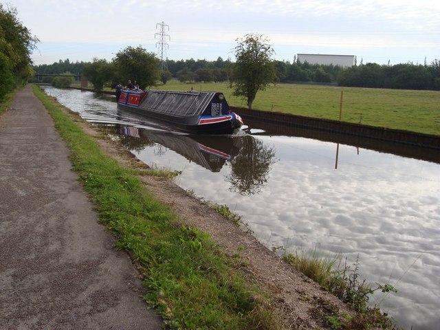 Working Narrow Boat Hadar approaching Trentham