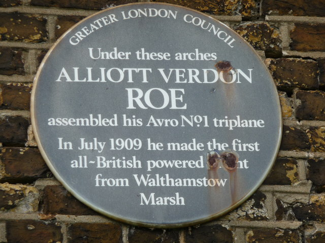 Alliott Verdon Roe blue plaque - Under these arches Alliott Verdon Roe assembled his AVRO No. 1 triplane. In July 1909 he made the first all-British powered flight from Walthamstow Marsh.