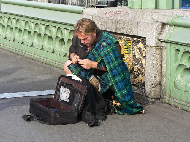 Busker on Westminster Bridge