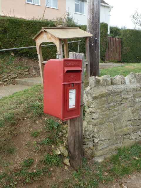 Shipton Gorge: postbox № DT6 94, Peas Hill