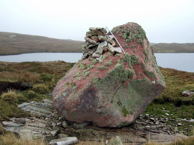 Red granite boulder at the Sae Waters