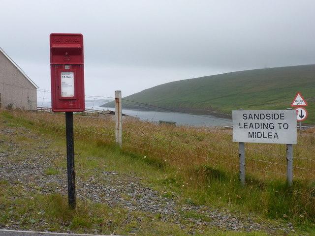 Mossbank: postbox № ZE2 2, Firth