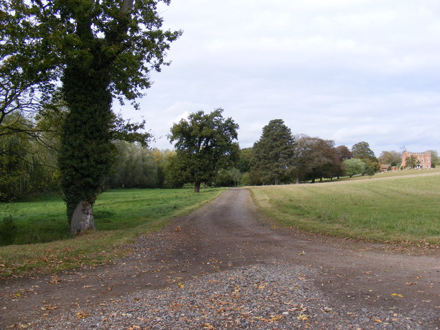 Footpath to Cookley & entrance to Huntingfield Hall