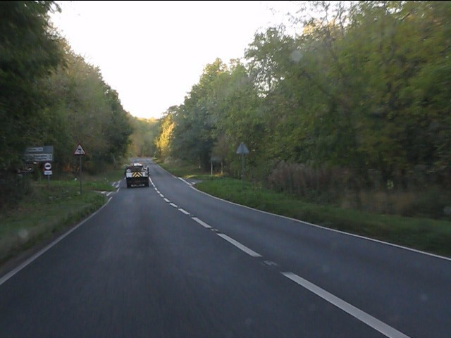 A424 - crossroads in the woods near Wyck Beacon