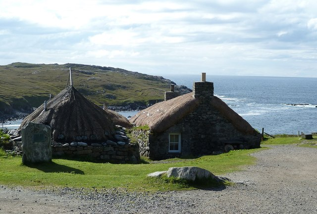 Gearrannan - Blackhouses overlooking the bay