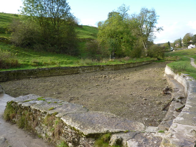 Dried up swimming pool, River Bradford