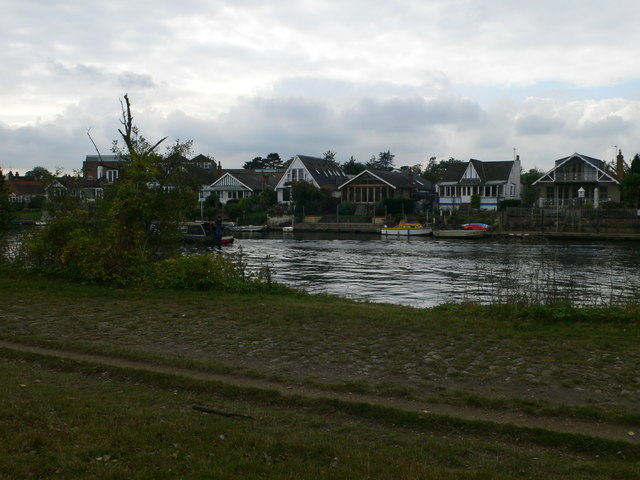 A variety of bungalows on Thames Ditton Island