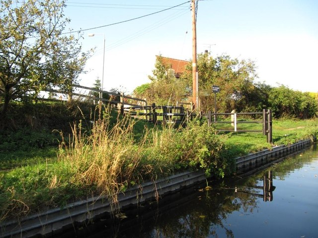 Towpath management, Chesterfield Canal, Misterton