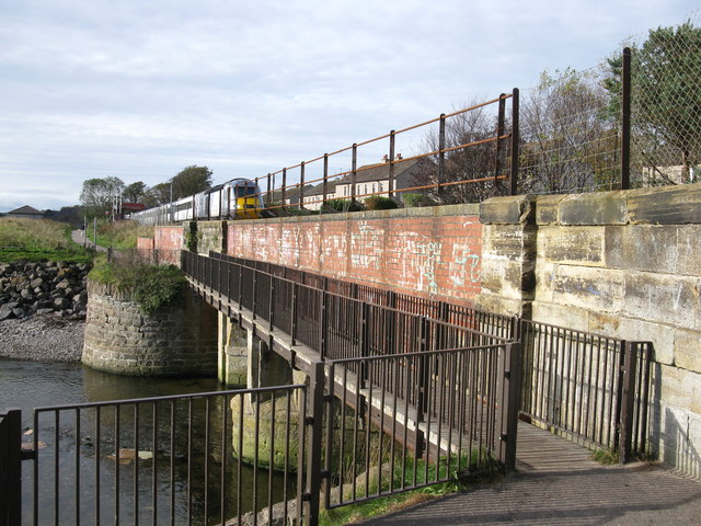 Footbridge over Dighty water