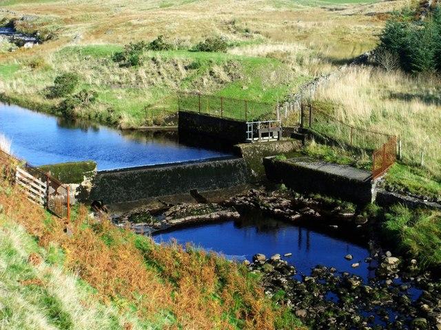 Endrick Water, dam [2]