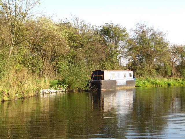 Moored narrowboat, Chesterfield Canal