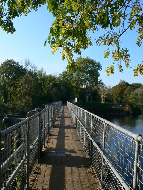 Footbridge to Penton Hook Island