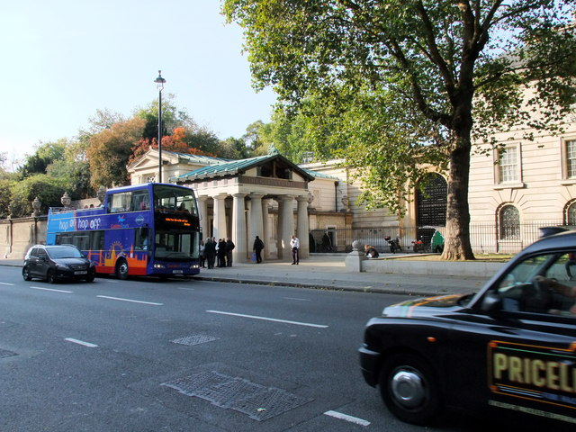 Tour bus outside The Queen's Gallery, Buckingham Gate