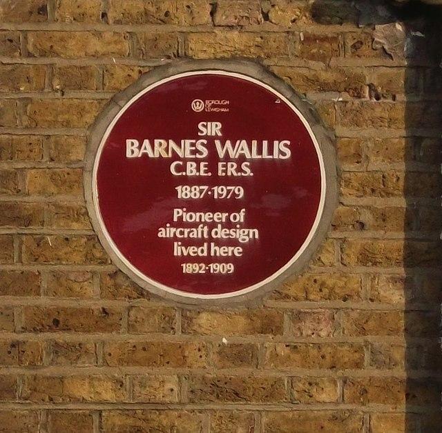 Sir Barnes Wallis Red Plaque © David Anstiss Cc-by-sa/2.0