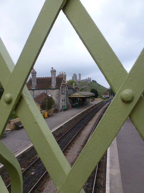 Corfe Castle: the station and castle through a diamond