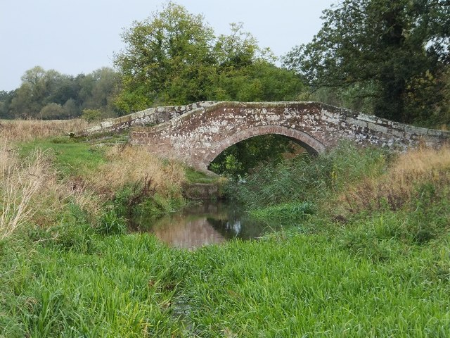 The central packhorse bridge at Hockenhull Platts