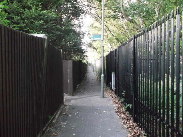 Footpath junction beside the railway, Orpington