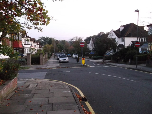 Road junction on Hillview Road