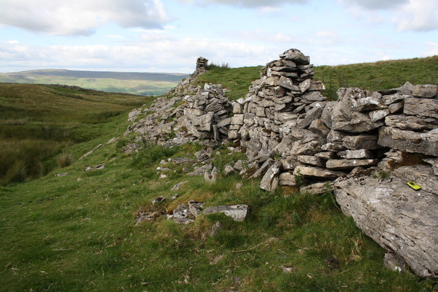 Dry stone wall on outcrop beside footpath to Marsett