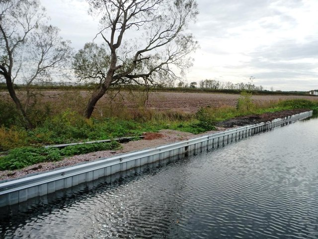 Bank improvements on the Chestefield Canal