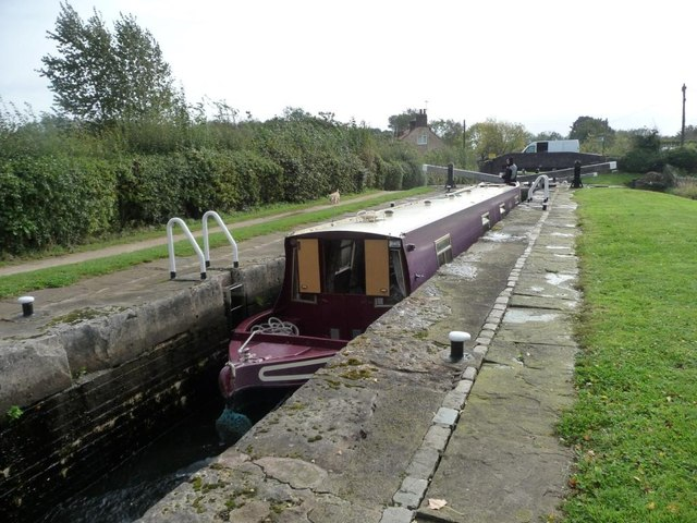 Boat in upper chamber, Thorpe Double Bottom Locks