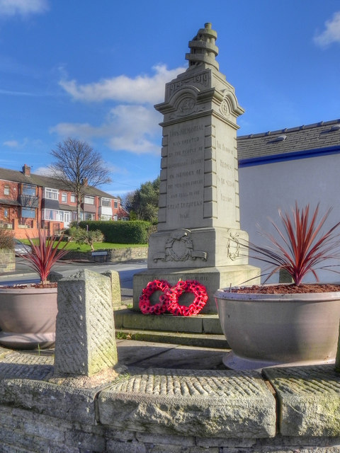 War Memorial, Austerlands