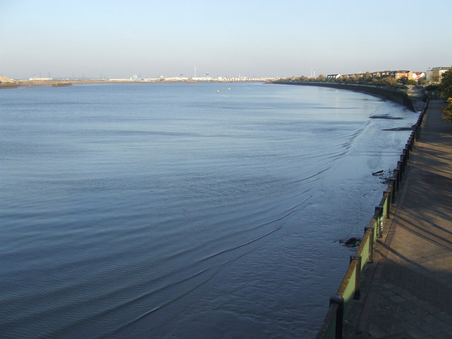 Low tide at Thamesmead
