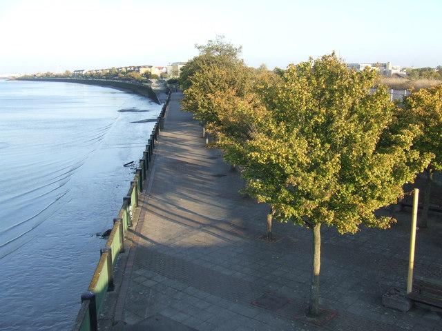 Riverside walk, Thamesmead