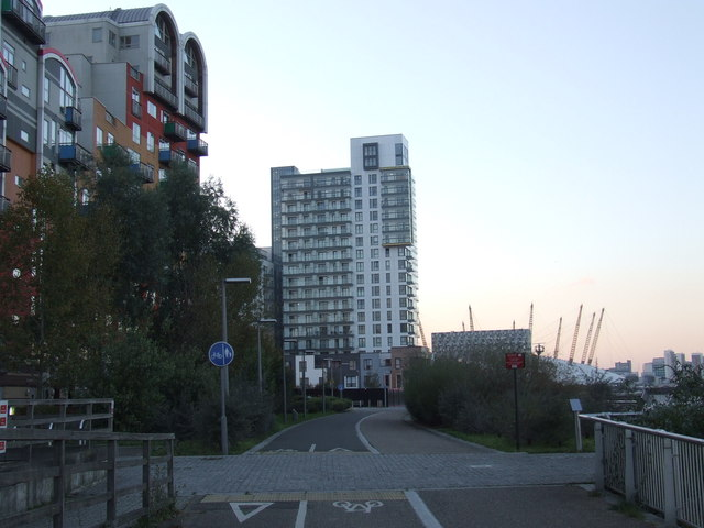 Thames Path at Greenwich Millennium Village